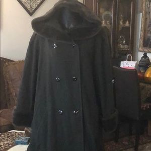 Jackets & Blazers - Black wool women coat with faux fur